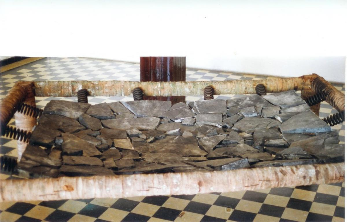 Stonebed, You rebounce or you blow out. 400x300x120. Wood, metal, stones